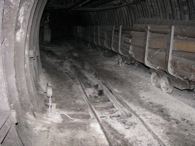Práce vpodzemí černouhlené šachty. Ilustrační snímek.