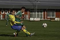 Karvinští mladíci (v zeleném) odehráli přípravu ve Stonavě.