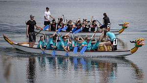 Posádky dračích lodí na Vrbickém jezeře.