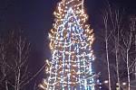 Vánoční výzdoba a strom v centru Orlové.