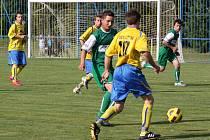 Fotbalové derby v I.B třídě mezi celky Dolní Lutyně a Doubravy (v zeleném) dopadlo nerozhodně.