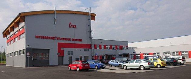 Vnovém Integrovaném výjezdním centru záchranářů vČeském Těšíně je islužebna městské policie.