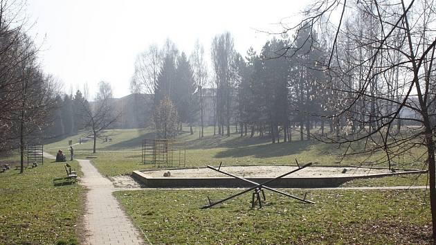 Dětské hřiště v karvinském parku Dubina dozná do letošního léta zásadních změn.