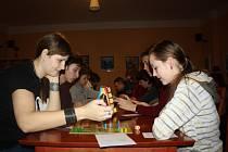 Sobotní odpoledne strávili karvinští studenti turnajem v deskových hrách.