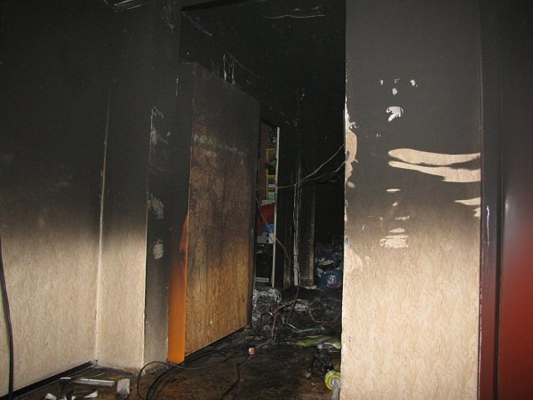 Požár vpanelovém domě vČeském Těšíně.
