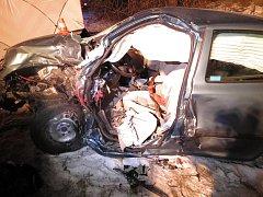 Následky tragického střetu osobního auta s autobusem v Orlové.
