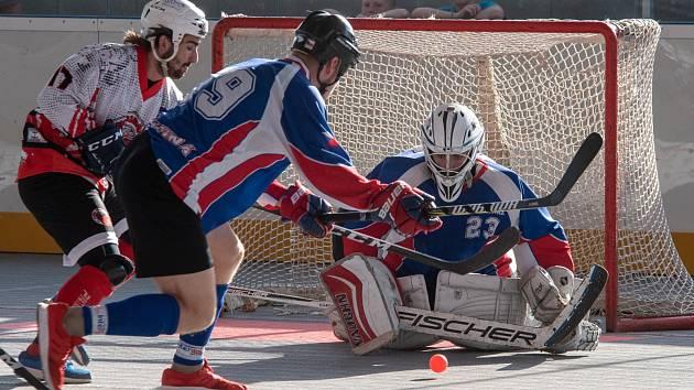 Hokejbalisté Karviné konečně vyhráli.