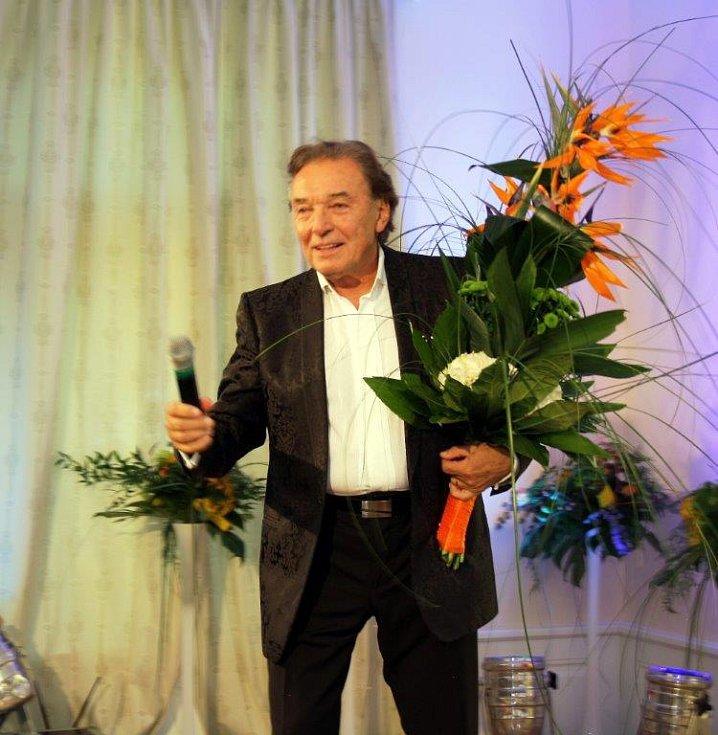 Karel Gott jako hlavní host otevření Zámečku v Petrovicích u Karviné, rok 2013.