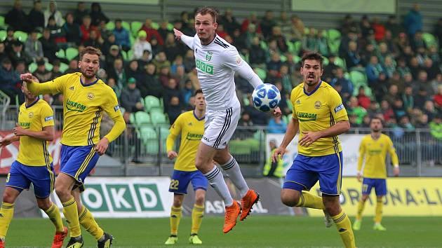 Karvinští fotbalisté si po lize proti Zlínu zahrají v poháru proti Frýdku-Místku.
