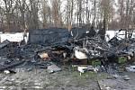 Požár zahradní chatky a obytného přívěsu v Karviné.