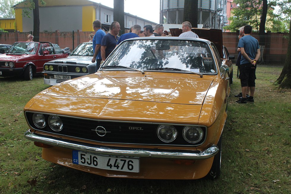 Do Bohumína se v sobotu 3. srpna 2019 sjelo na 122 historických vozů na setkání řidičů starých aut a motocyklů, které pořádal Veteran car club Ostrava.