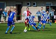 Lukáš Vagner (uprostřed) vede tým v posledních zápasech jako kapitán. K záchraně?