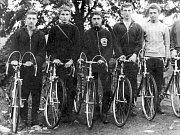 Zde je družstvo starších dorostenců také z roku 1966. Zleva L. Prokš, L. Feňo, M. Nezhoda, A. Jedlička a J. Muška.