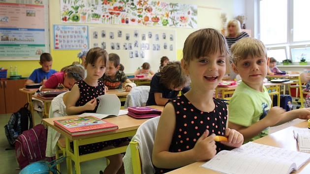 Čtyři páry jednovaječných dvojčat v jedné první třídě mají na ZŠ Hrubína v Havířově.