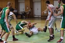 Basketbalisté Karviné (v bílém) zažili úspěšný víkend.