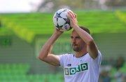 Karvinští fotbalisté (v bílém) podali proti Plzni kvalitní výkon. Nicméně prohráli 0:1.