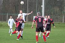 O víkendu i na svátek se hraje spousta fotbalových zápasů.