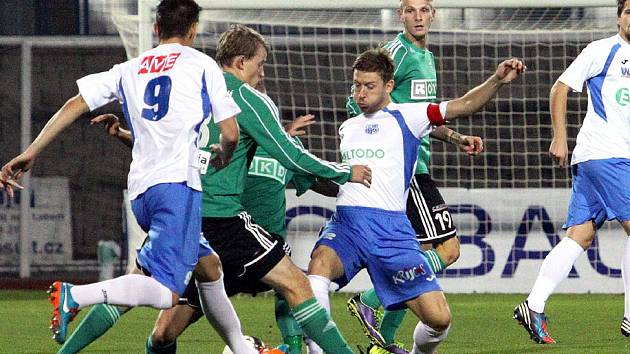 Karvinští fotbalisté (v zeleném) prohráli v Ústí nad Labem.