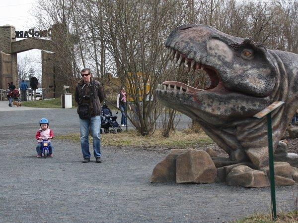 Na rekultivovaném území vDoubravě vznikl Dinopark.