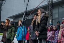 Vystoupení dětských sborů v havířovském vánočním městečku.