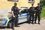 Policisté zachraňovali muže, který se chtěl oběsit na balkonu svého bytu.