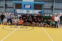 Nejlepší týmy se na závěr turnaje společně vyfotily.