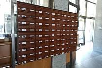 Město Havířov nechalo na radnici nainstalovat schránky pro zastupitele města.