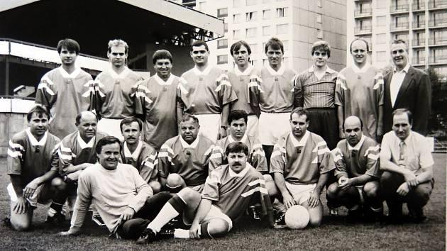 Kzajímavostem na Den horníků patřilo fotbalové utkání mezi vedením podniku a odborovou organizací. (vedení podniku).