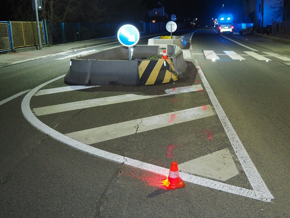 Řidič (24) v obci Těrlicko jel po silnici I. Třídy, ve směru jízdy od Havířova na Český Těšín.
