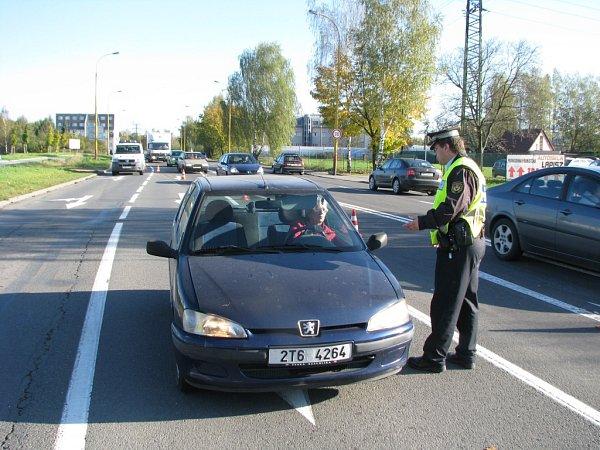 Vyšetřovací pokus kobjasnění okolností kolize osobního automobilu a cyklisty. Někteří řidiči nerespektovali dopravní situaci.