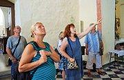 Kromě klasických prohlídek se letos návštěvníci těšili i ze speciální prohlídky kostela či projížďky v kočáře.