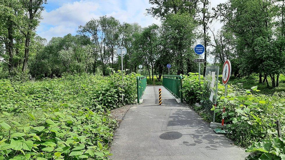 Nový úsek cyklostezky od Antošovické po Vrbickou lávku spojil po asfaltu Bohumín s Ostravou. Vrbická lávka.