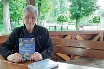 Miloslav Vavrys napsal a vydal knihu o českotěšínských sportovcích.
