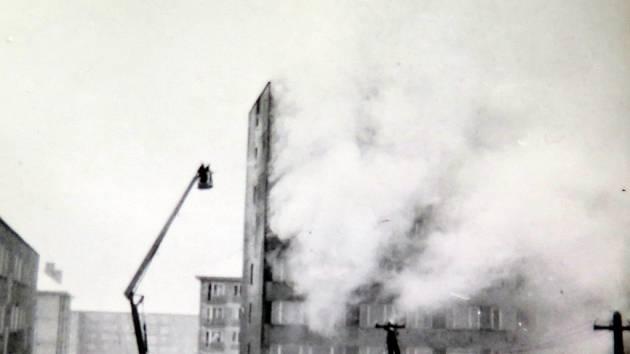 Tragický požár v experimentálním panelovém domě v Havířově.