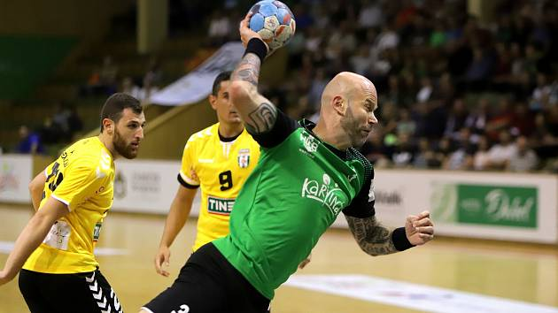 Michal Brůna dnes spoluhráčům na Dukle nepomůže.