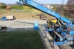 Budování nového sportoviště v havířovských Životicích.