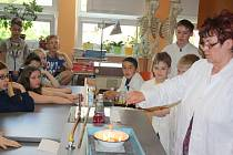 Mladí vědátoři bavili a poučovali své spolužáky.