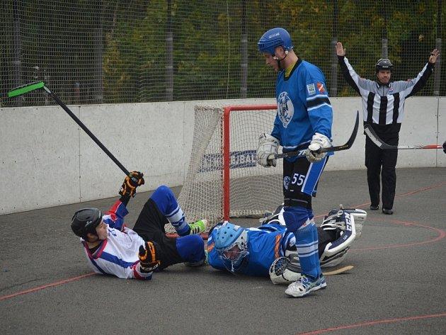 Hokejbalisté Karviné si z těžkého dvojzápasu připsali plný počet bodů.