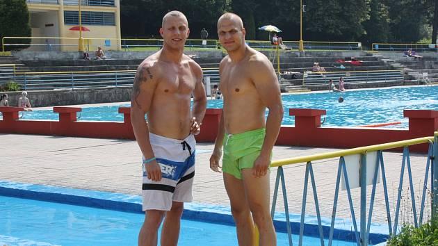 Dušan Glezgo (vlevo) se svým bratrem Borisem tentokráte sbírali bronz na koupališti.