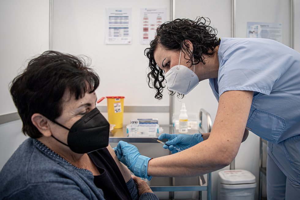 Velkokapacitní očkovací centrum v Městské sportovní hale Slávie, 22. března 2021 v Havířově.