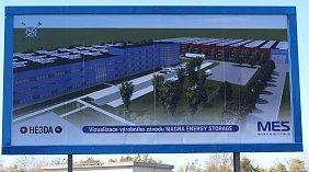 V průmyslové zóně v Horní Suché v pondělí poklepali zástupci investora základní kámen ke stavbě továrny na výrobu vysokokapacitních lithiových baterií. Staví ji společnost HE3DA.