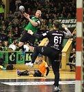 Házenkáři Baníku (v zeleném) porazili Plzeň 28:24.
