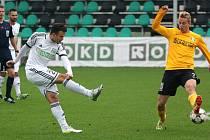 Lukáš Budínský (v bílém) se stal nečekaně ofenzivní hvězdou fotbalové Karviné.