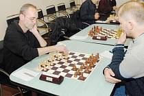 Lubomír Zimniok (vlevo) jako kapitán mužstva Karviné jde příkladem. Ve dvou utkáních získal plný počet bodů.
