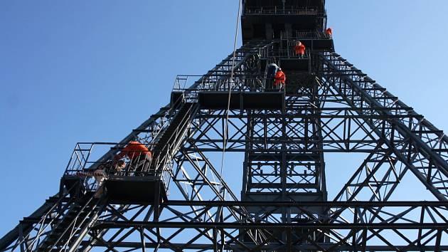 Nedělní Den věží umožnil veřejnosti, aby se rozhlédla po Karviné a okolí hned ze čtyř vyvýšených míst.