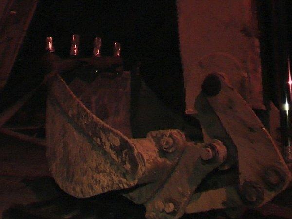 Lžíce bagru, která zabila pracovníka ve výkopu.