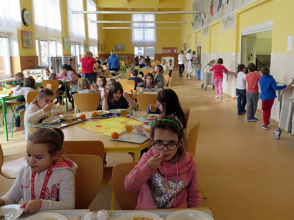 Školní jídelna ZŠ Gorkého v Havířově.