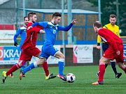 Havířovští fotbalisté (v modrém) uspěli v Pusté Polomi.