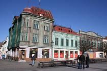 Chátrající domy na fryštátském náměstí.