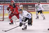Hokejisté Havířova (v bílém) mají z duelu s Prostějovem jen bod.